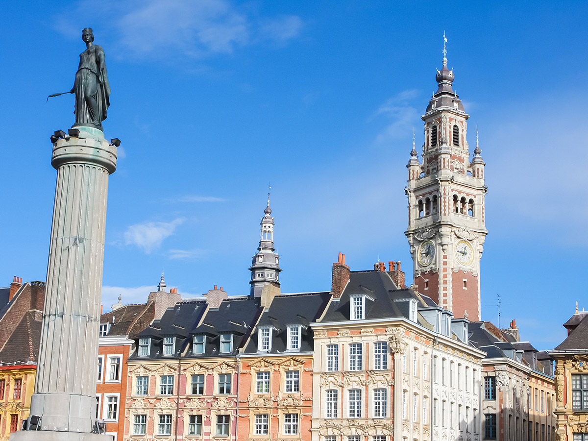 Chambre of Commerce und Statue Deesse in Lille