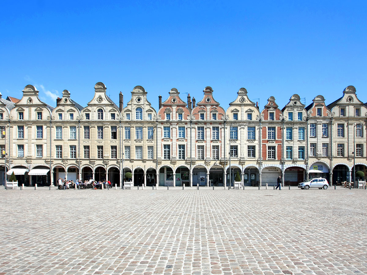 lille-und-arras-kulturregion-nord-pas-de-calais-grand-place-in-arras-41536342.jpg